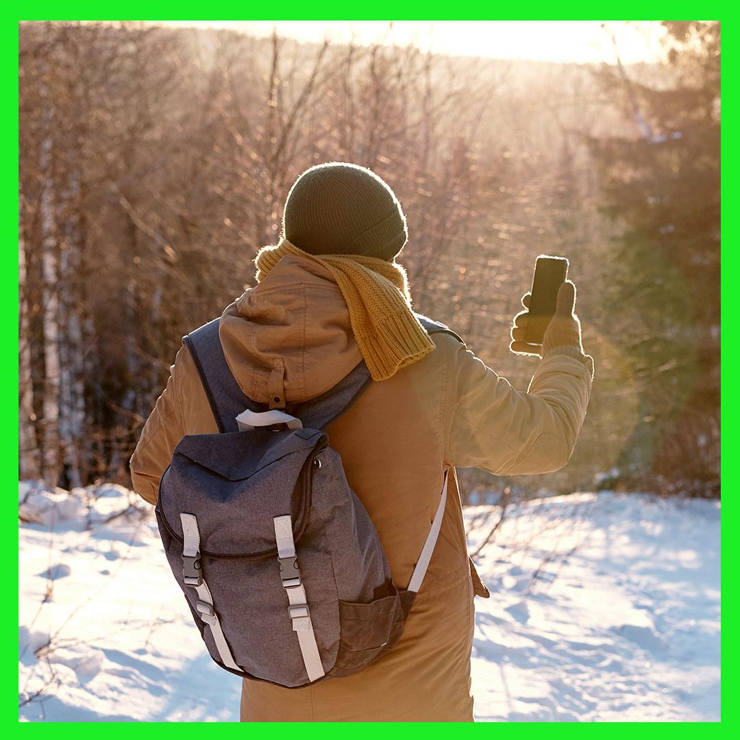 Homme avec sac à dos