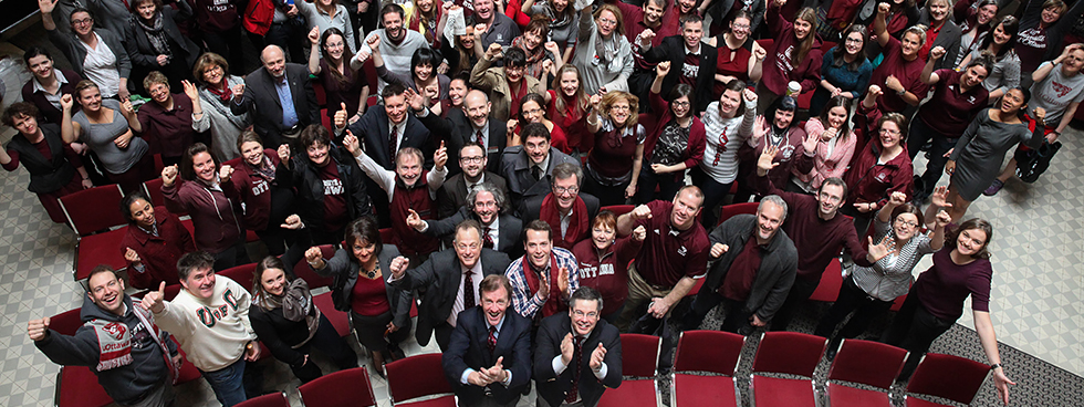 An overhead shot of a group of alumni applauding during a University of Ottawa Alumni Association event