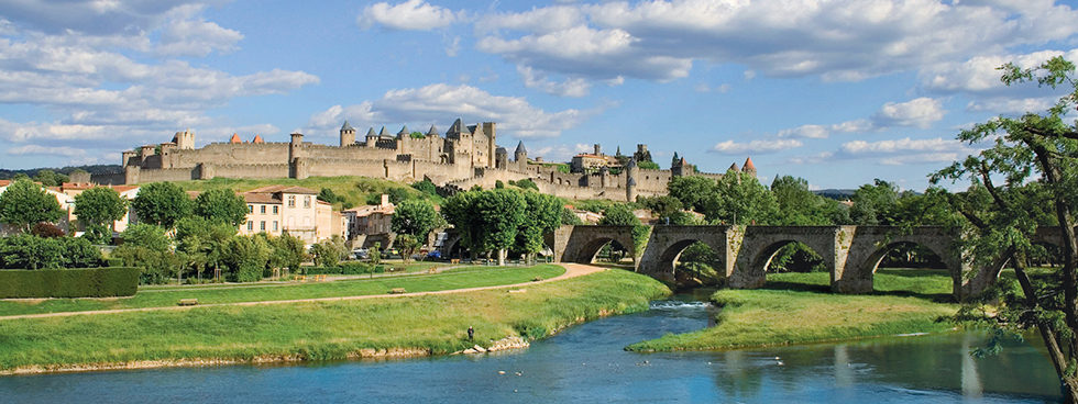 Image of a castle in France by a river