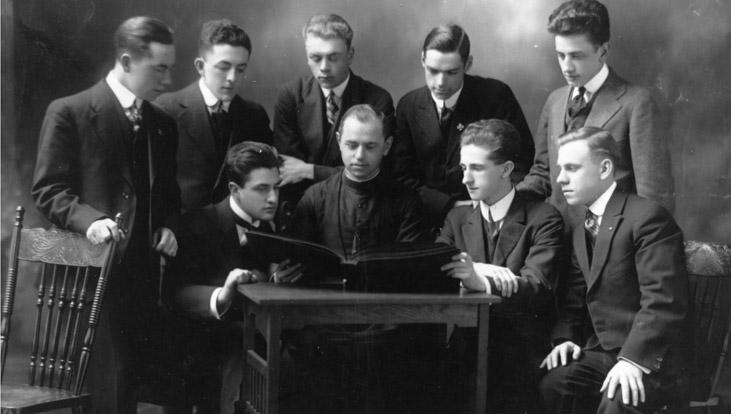 Members of the Société des débats français circa 1917