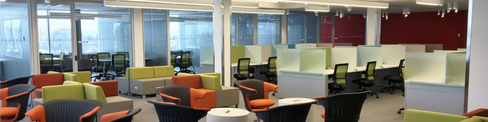 Un salon d'étude au cinquième étage du Carrefour des apprentissages