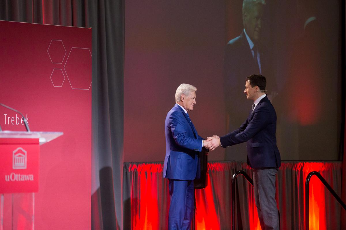 Alex Trebek shaking hands with Christopher Kutarna