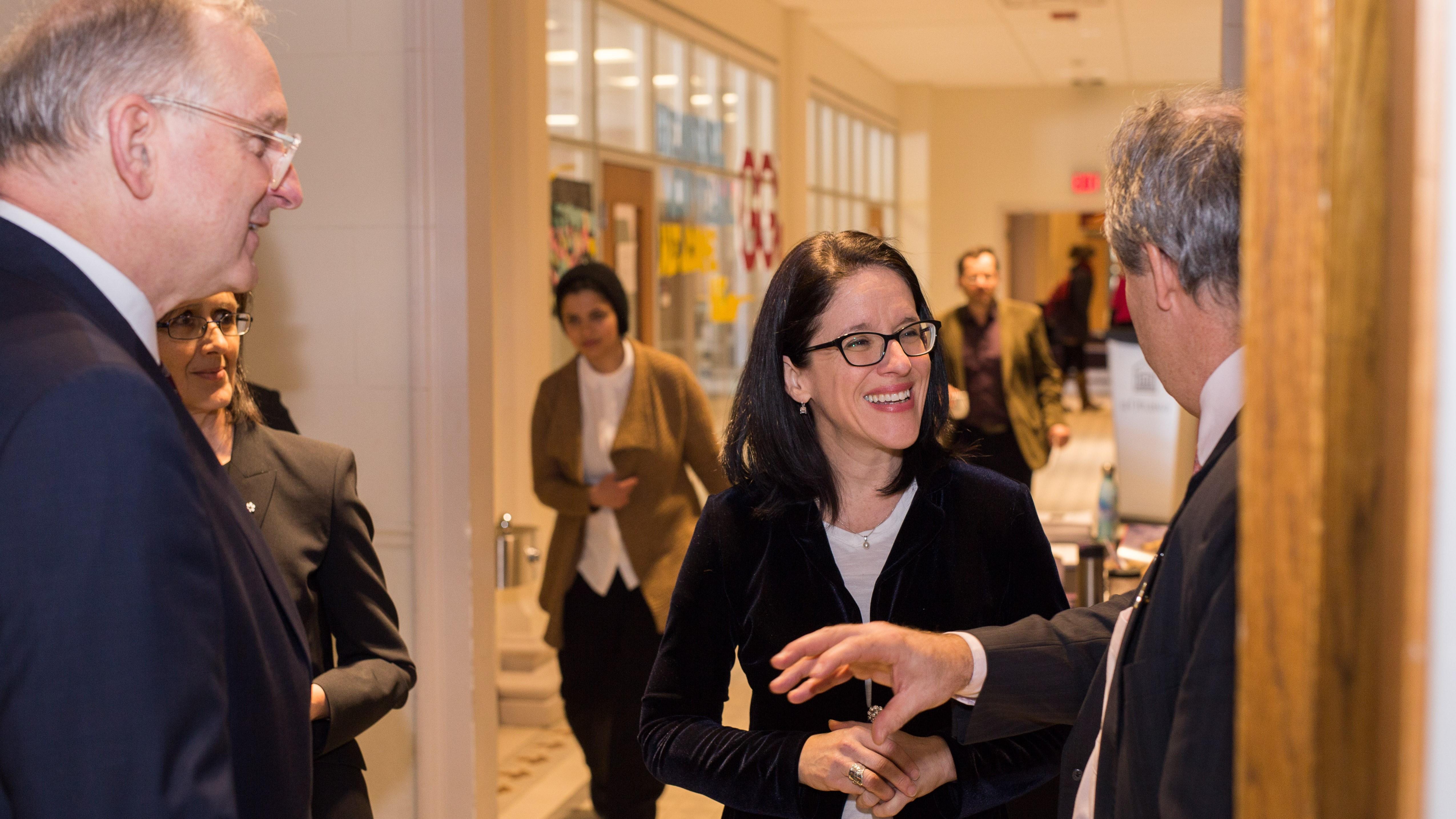 La ministre Sonia Lebel en compagnie de Jacques Frémont et Linda Cardinal.