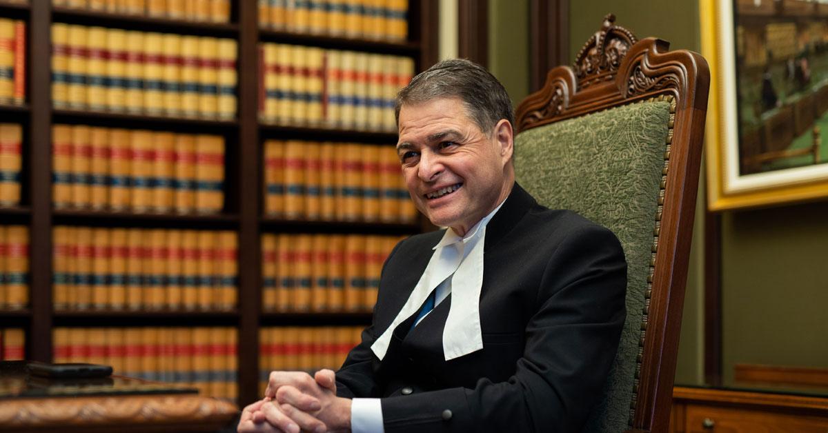 Le président de la Chambre des communes, Anthony Rota, assis dans son bureau.