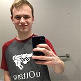 Selfie de colton100000 devant un mirroir de salle de bains