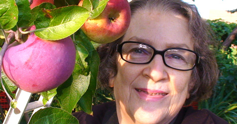Portrait of Geraldine Arbach in an orchard