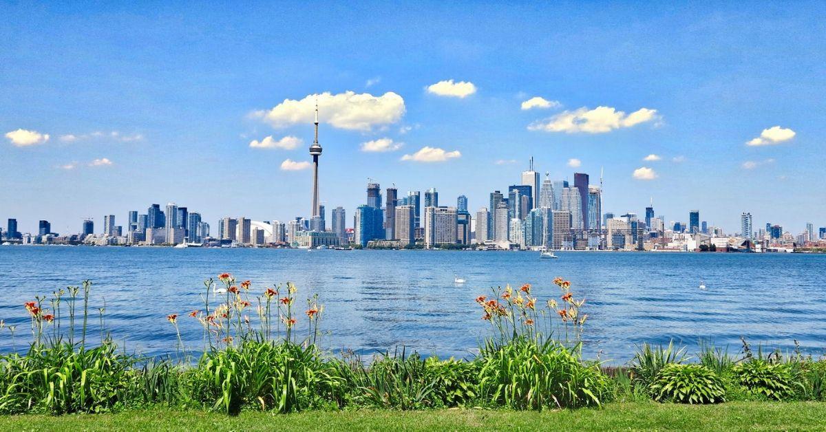 Le secteur riverain de Toronto avec un paysage urbain