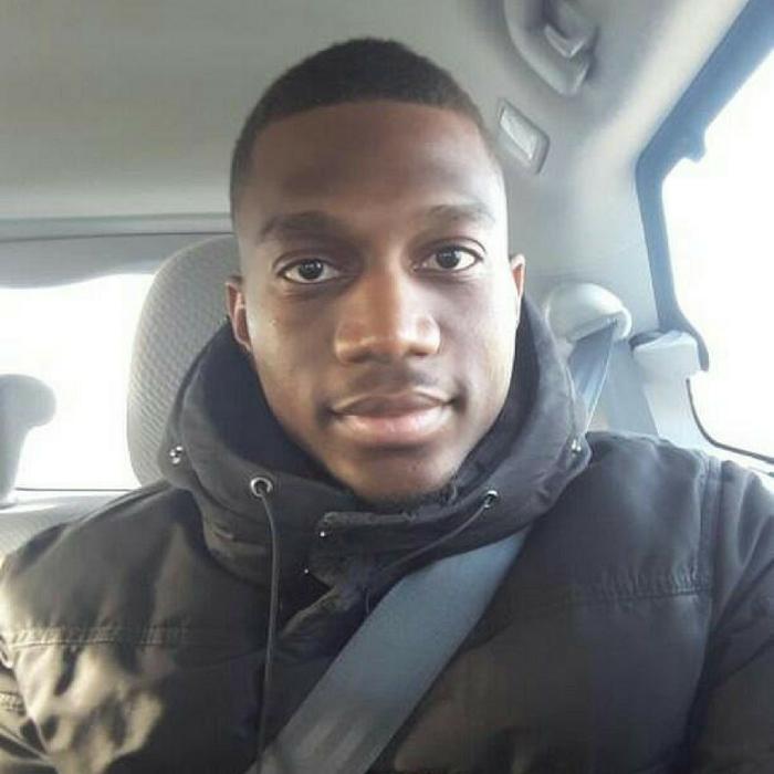Selfie de davidnku assis dans le siège conducteur d'une auto