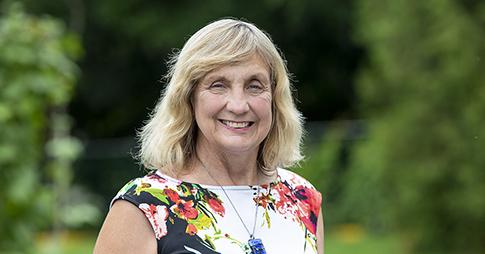 Portrait de la professeure Elizabeth (Betsy) Kristjansson