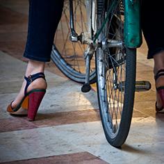 On peut faire du vélo sans changer son style vestimentaire.