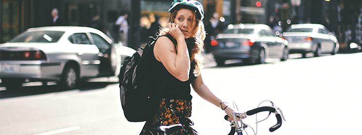 Le vélo-boulot fait partie d'un mode de vie urbain et dynamique.