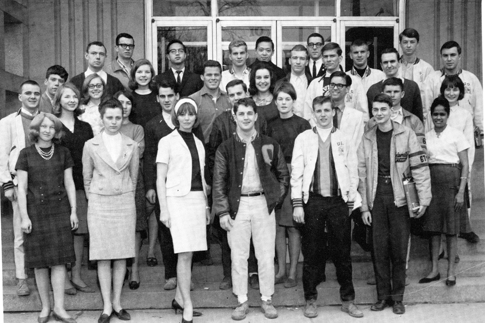 Black and white picture of a group of students standing outside, in front of a uOttawa building.