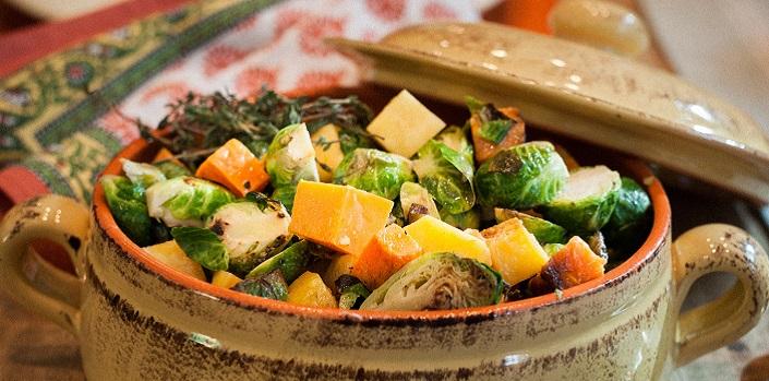 Une casserole pleine de légumes