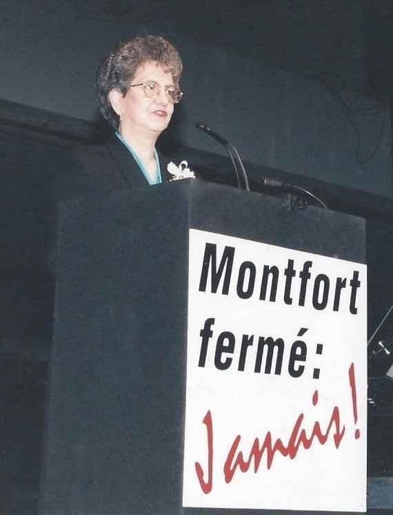 Gisèle Lalonde delivers a speech.