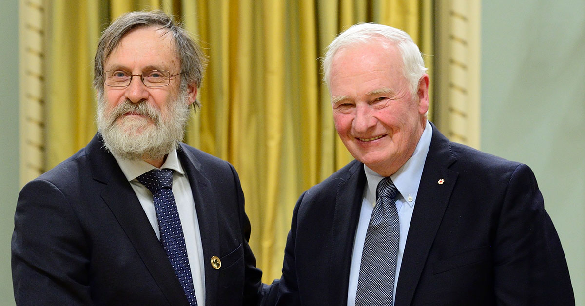Professor Leonard Maler shaking hands with The Right Honourable David Johnston, former Governor General of Canada