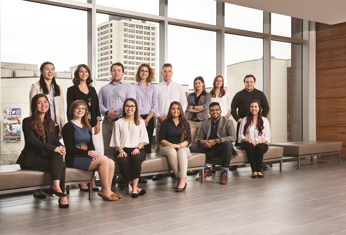 Une photo d'une groupe d'étudiants