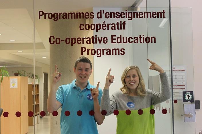 Doug Spencer en compagnie de Danika Lizotte, une diplômée du programme coop,