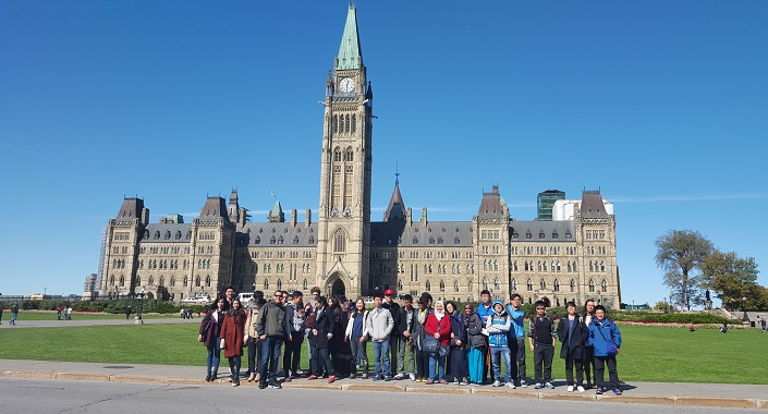 Intensive program international students discovering Canadian culture at Parliament.