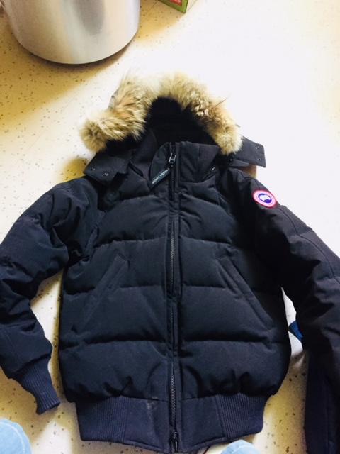 Un manteau Canada Goose.