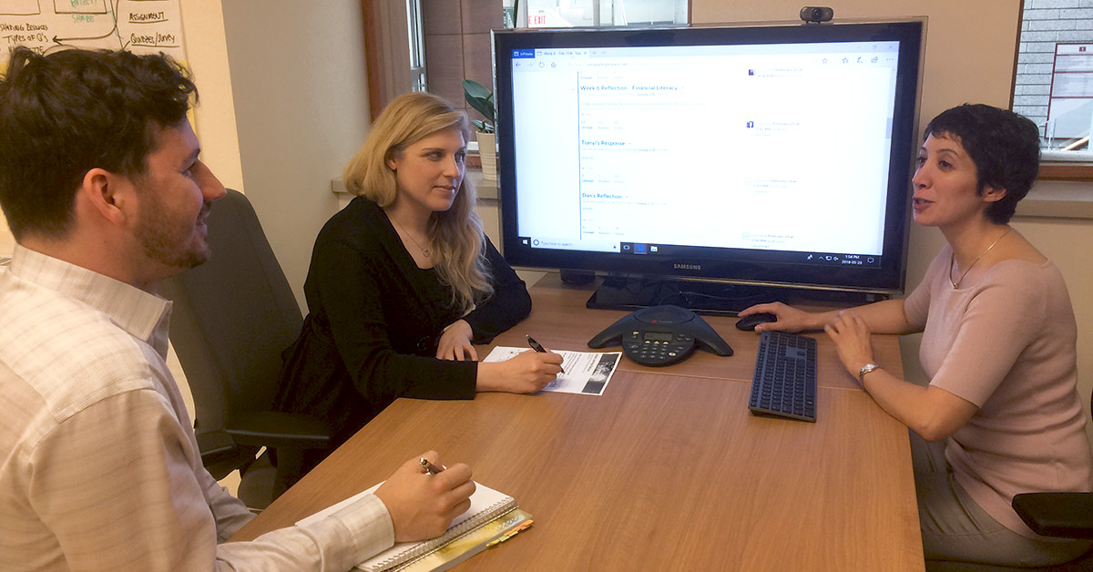 Educational developers at the Centre for Innovative Pedagogies and Digital Learning look at Professor Yasmine Abtahi's online course on a computer screen in a conference room.