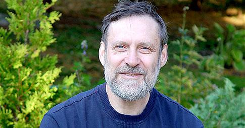 Leonard Maler dans son jardin