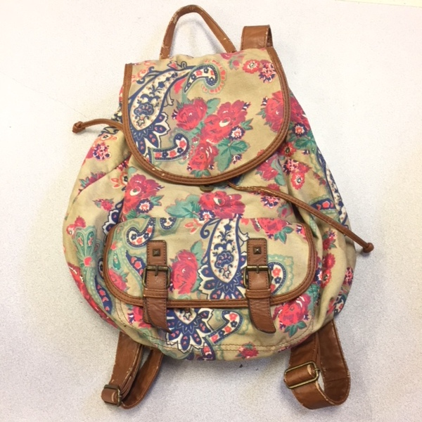 A canvass back pack.