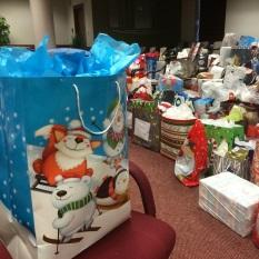 Des centaines de sacs cadeaux
