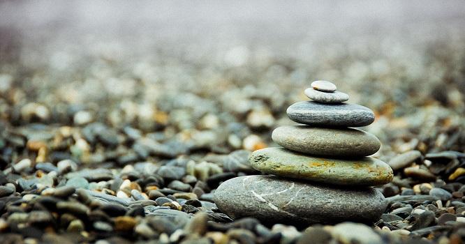 Un pile de pierres