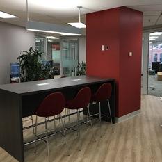Aire de réception des nouveaux locaux du Centre de leadership pour cadres de Telfer, situés au 99 rue Bank.