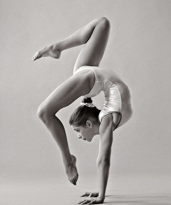 Elodie Paquin in a contortionist pose.