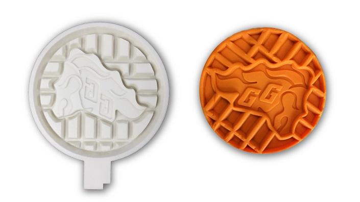 Deuxième modèle de plaque à gaufrier et fausse gaufre en pâte à modeler