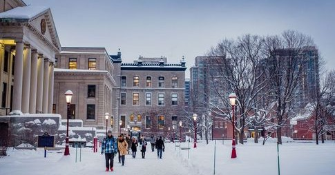 Students walking on University of Ottawa campus in winter