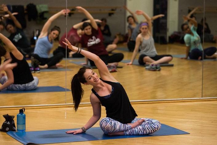 Un cours de yoga.