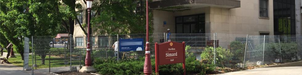 Deux images: le vestibule de FSS à gauche et celui de Simard à droite