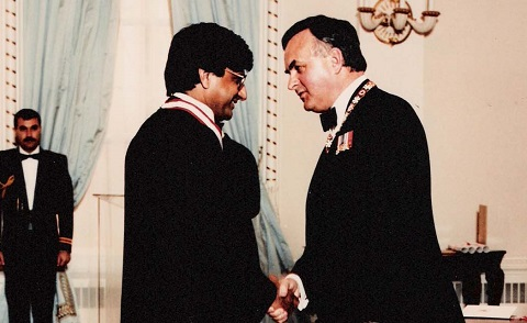 Ashok Vijh is inducted as an Officer of the Order of Canada by then governor general Ray Hnatyshyn.