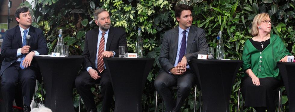 Michael Chong, député du Parti conservateur; Thomas Mulcair, chef du Nouveau Parti démocratique (NPD) ; Justin Trudeau, chef du Parti libéral et Elizabeth May, chef du Parti vert.