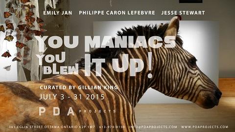 Image de l'installation Quagga de l'artiste Emily Jan montrant un zèbre avec des monarques en arrière-plan, et le nom de l'exposition You Maniac's You Blew It Up! Montée par Gillian King.